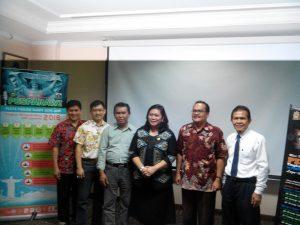 Pembimas Kristen Protestan Kemenag DKI Jakarta, Lisa Mulyati, berfoto bersama pengurus LPPD Jakarta